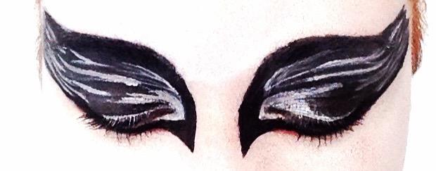 black-swan-eye-makeup-eyelids