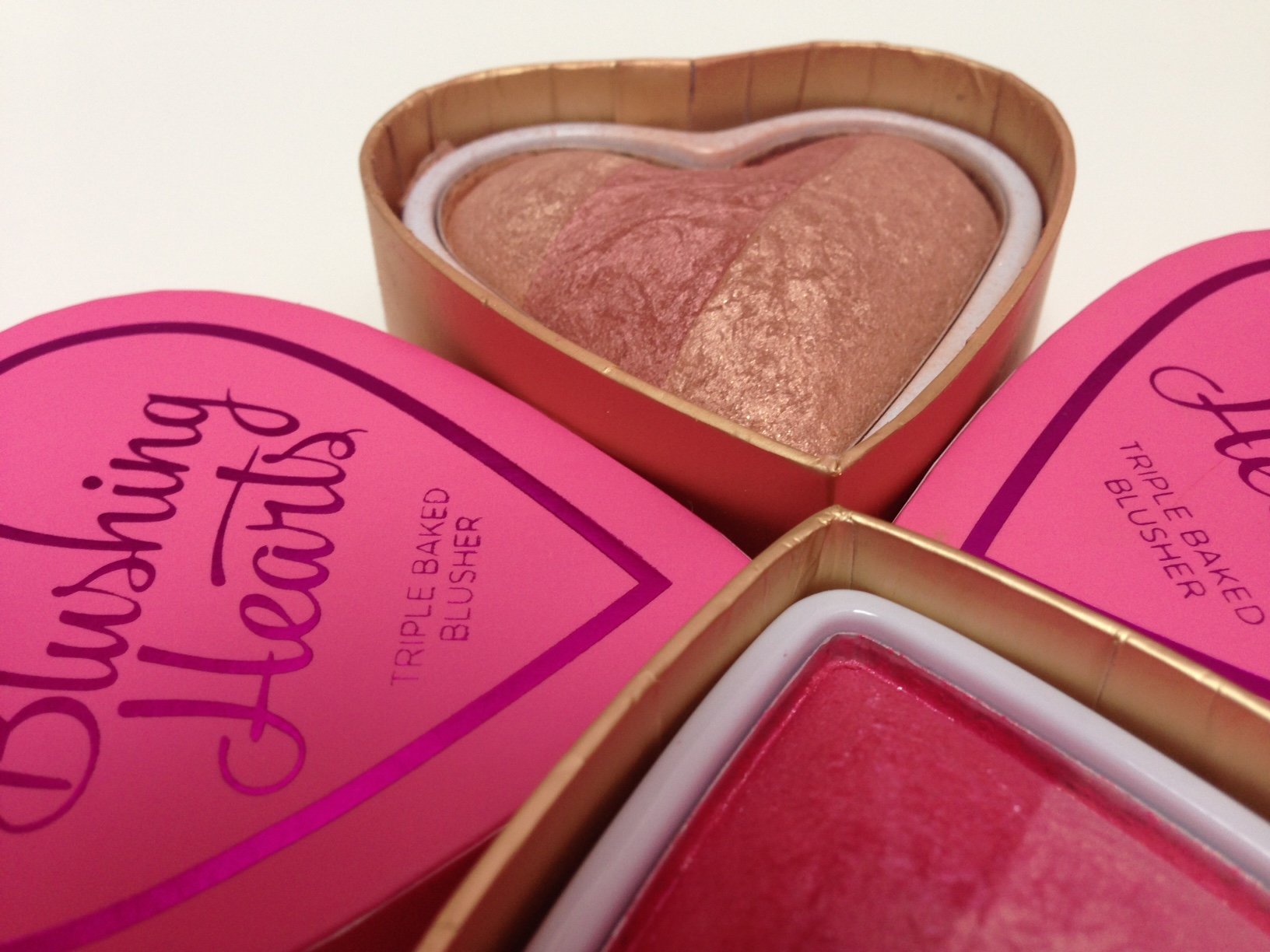 i-heart-makeup-blushing-hearts-blusher-3